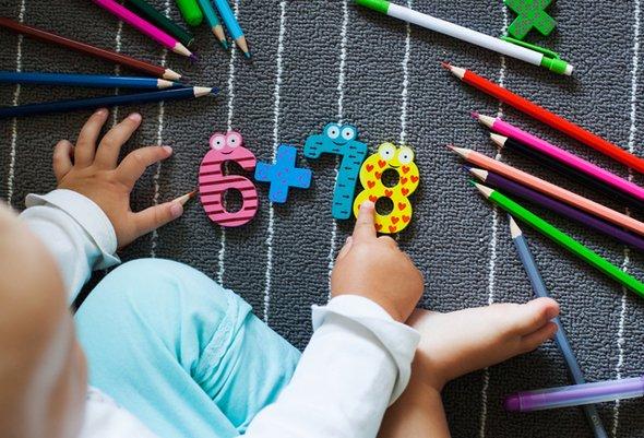 14 причин, почему занятия азбукой и математикой в раннем возрасте — это вредно